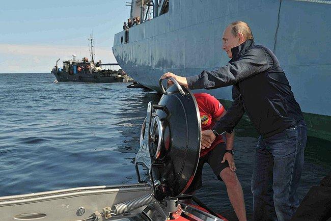 Russian-President-entering-the-C-Explorer-5-by-U-Boat-Worx.jpeg