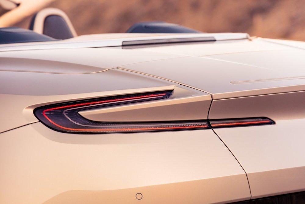 Aston-Martin-DB11-Volante-5.jpg