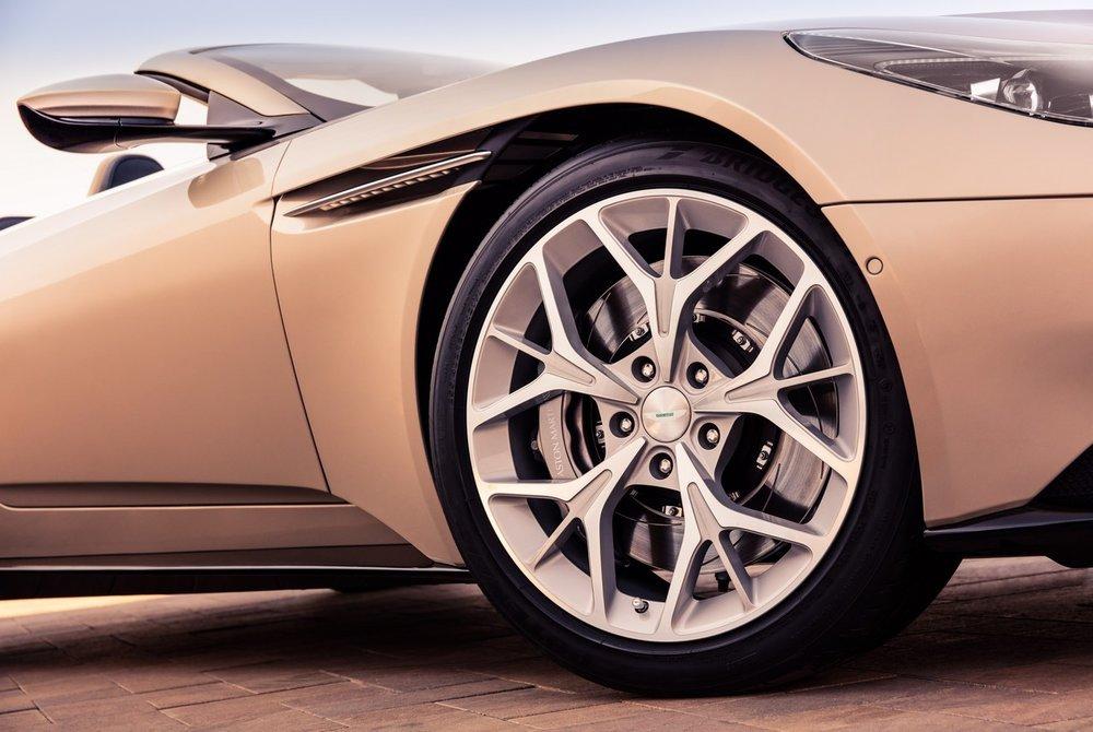 Aston-Martin-DB11-Volante-6.jpg