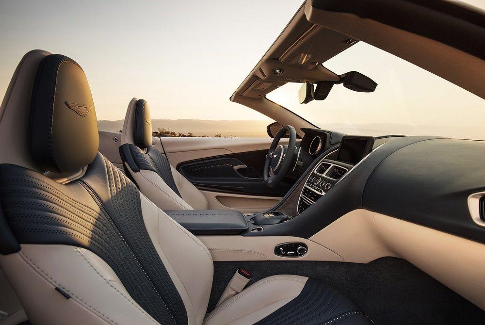 Aston-Martin-DB11-Volante-11.jpg