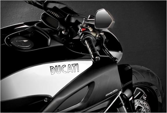 ducati-diavel-cromo-3.jpg