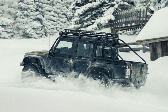 Land-Rover-Defender-Spectre-3.jpg