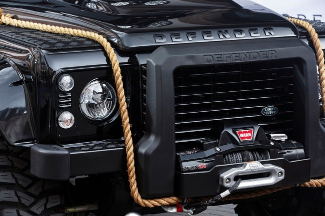 Land-Rover-Defender-Spectre-7.jpg
