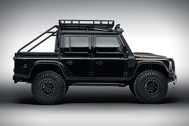 Land-Rover-Defender-Spectre-8.jpg