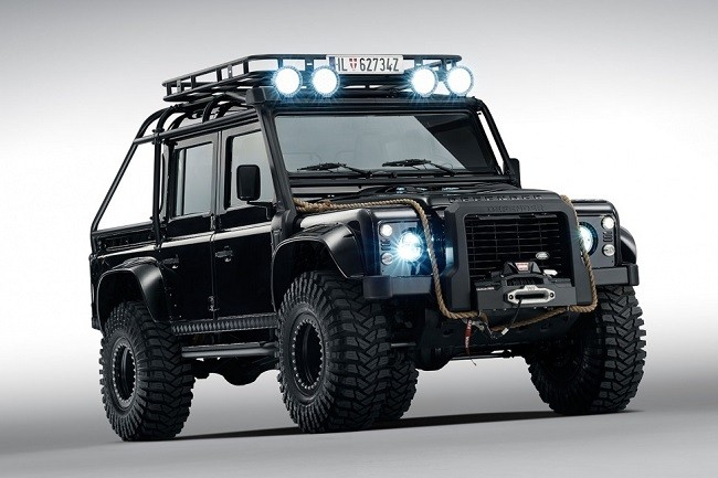 Land-Rover-Defender-Spectre-4.jpg