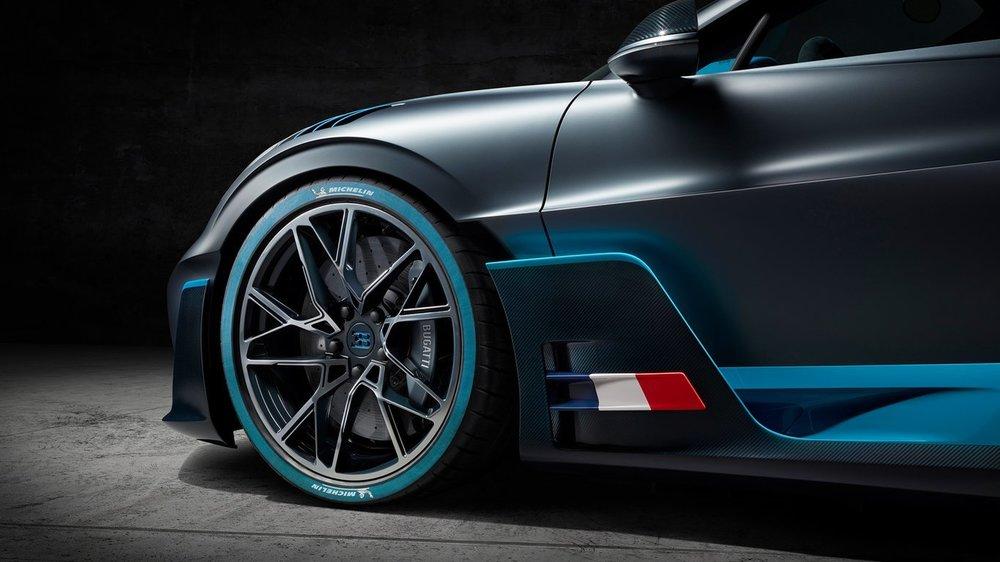 Bugatti-Divo03.jpg