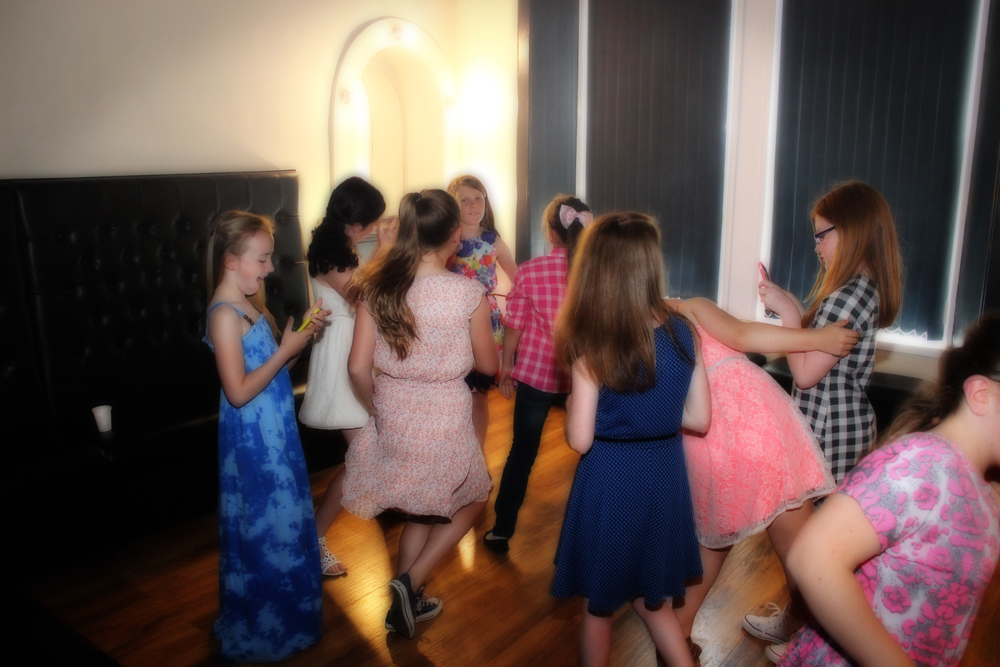 childrens-party-dancing
