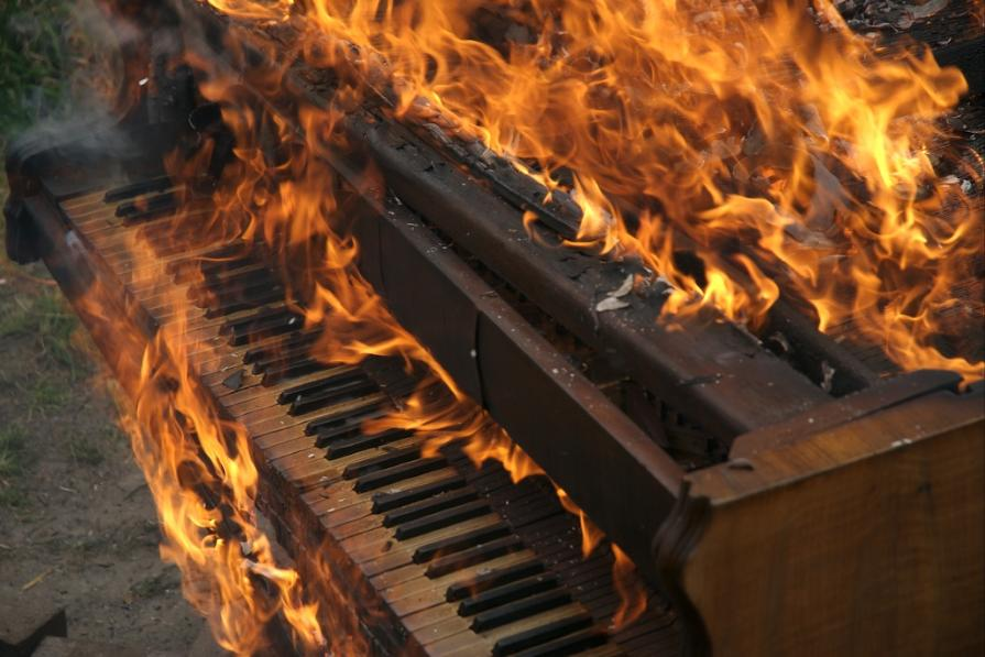 Piano_on_fire