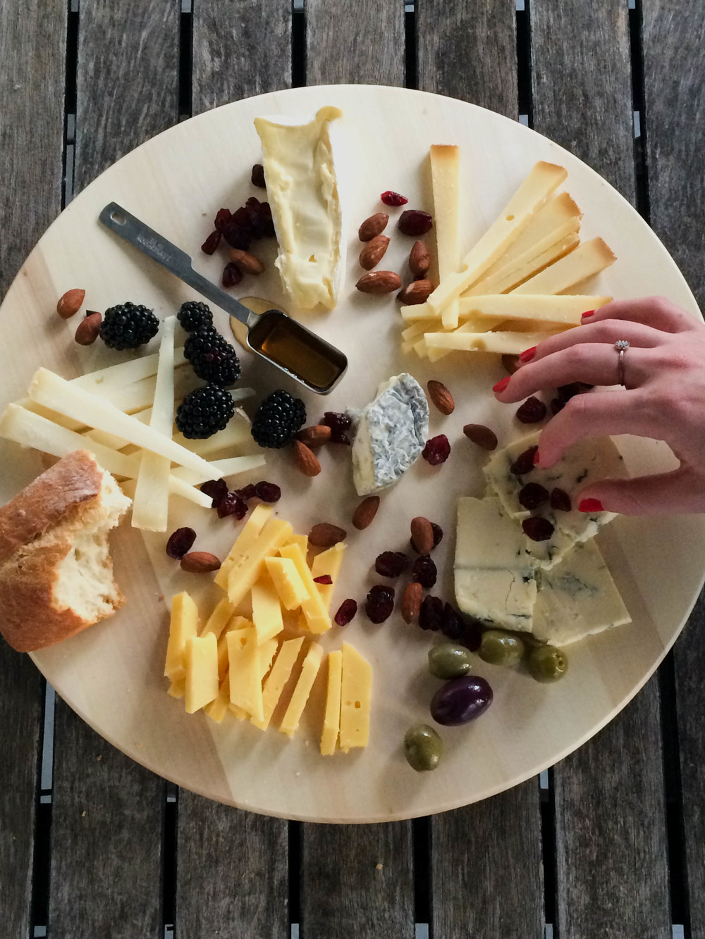 The cheese are listed below, clockwise from the top (then into the center).