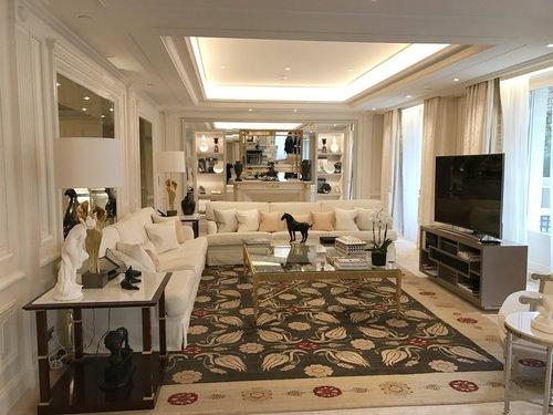 Luxurious Four Seasons suite