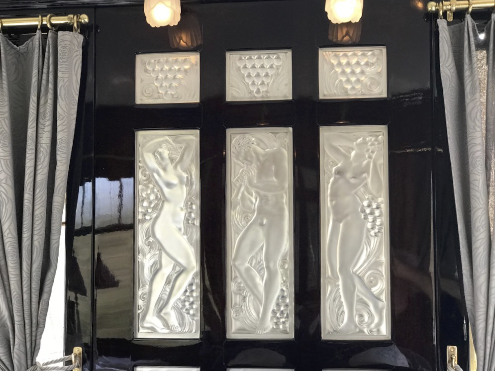 Lalique glass decoration