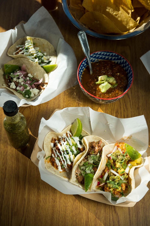 20161116-DSCF4995-Revolucion Tacos.jpg