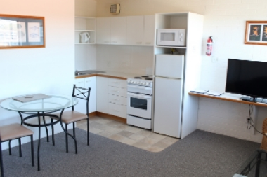1br-living-kitchen.JPG