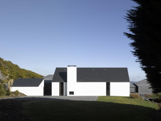3. Modern in Vernacular Irish Style - Architect Níall McLaughlin Architects