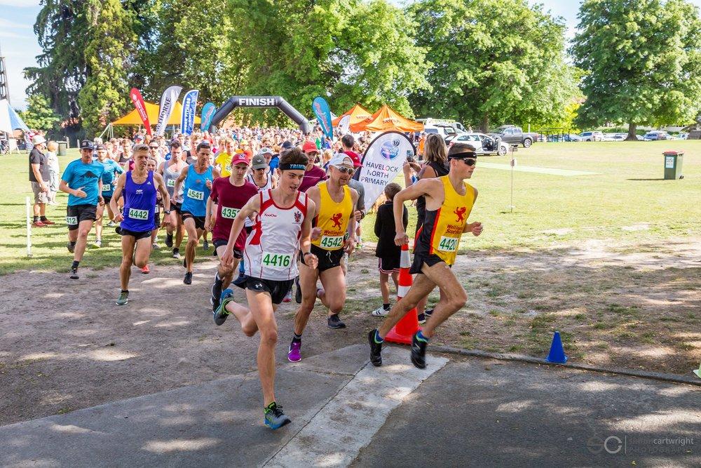 Runners starting the 2018 Peak trail Blazer