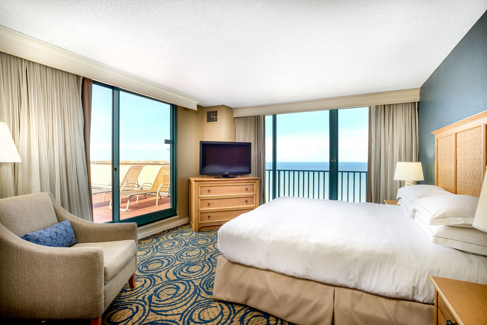 Oceanfront King Terrace Suite Bedroom