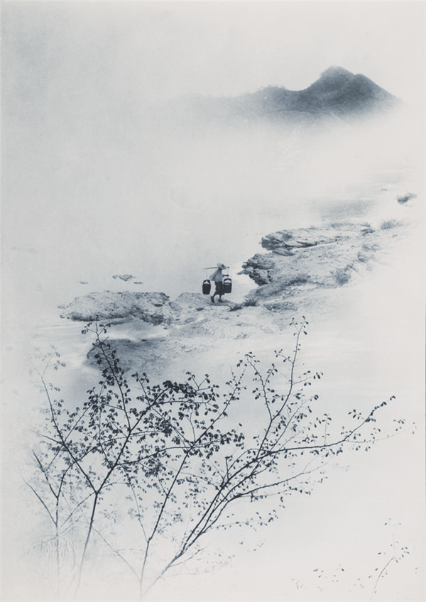 Drawing Water from the River at Dawn, 1934, photograph by Lang Jingshan