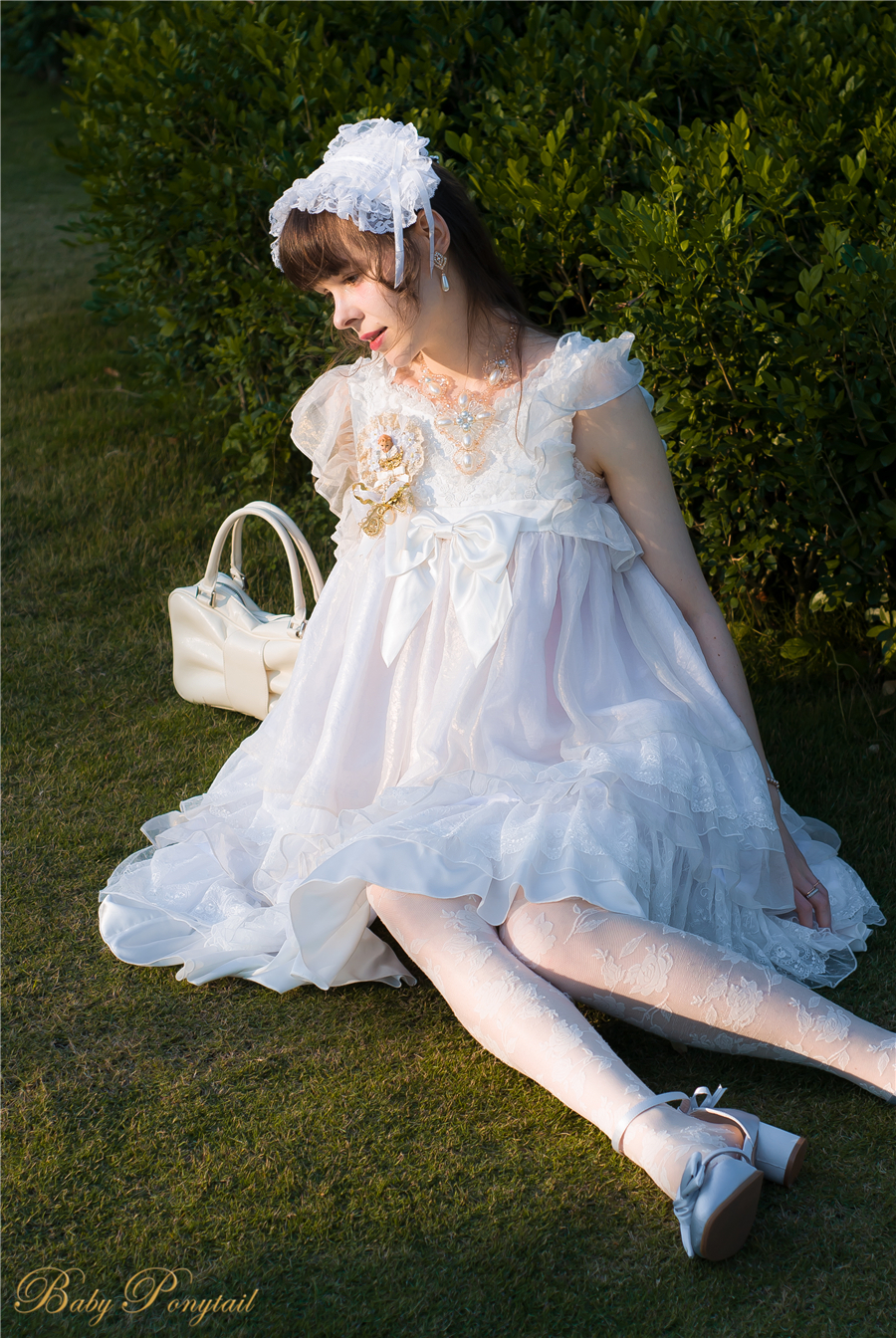 BabyPonytail_modelclaudia_Present Angel White JSK park07.jpg