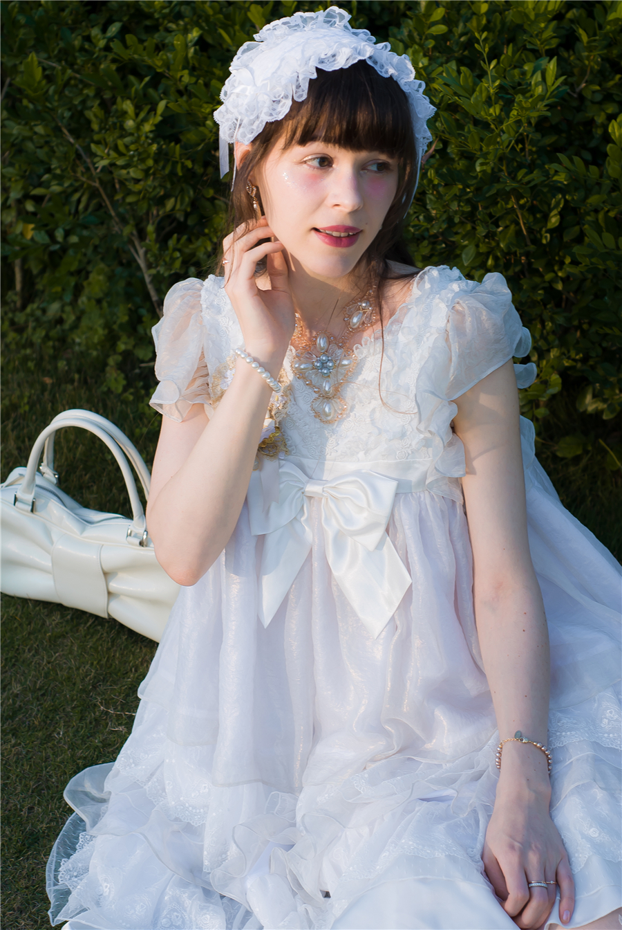 BabyPonytail_modelclaudia_Present Angel White JSK park08.jpg