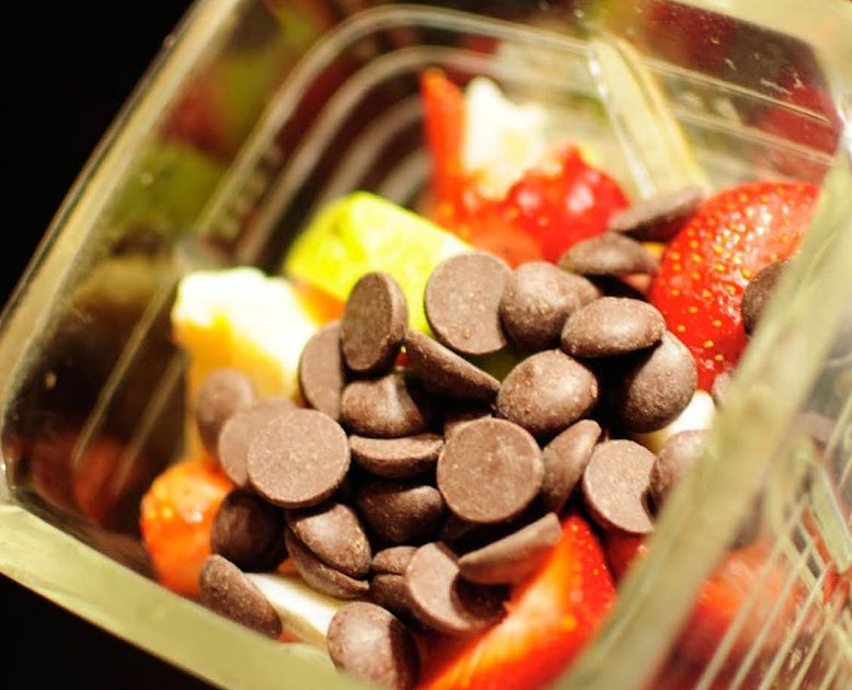 Fresh Strawberries, chocolate chips, bananas and yogurt- the basic starting points for a banana split