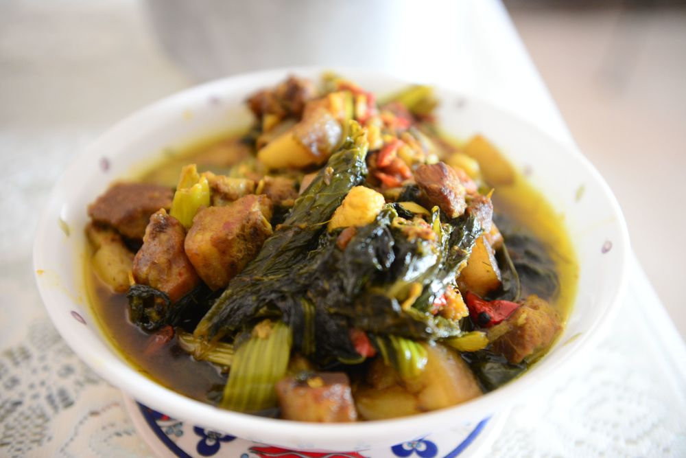 Lai Xaak aru Gahori (pork with mustard greens)