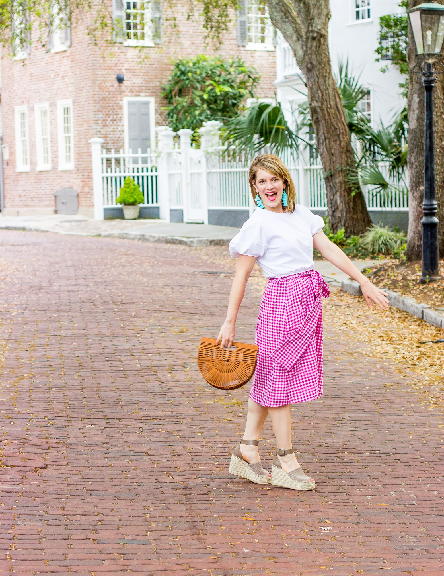 Top Atlanta blogger carries Cult Gaia Ark bag