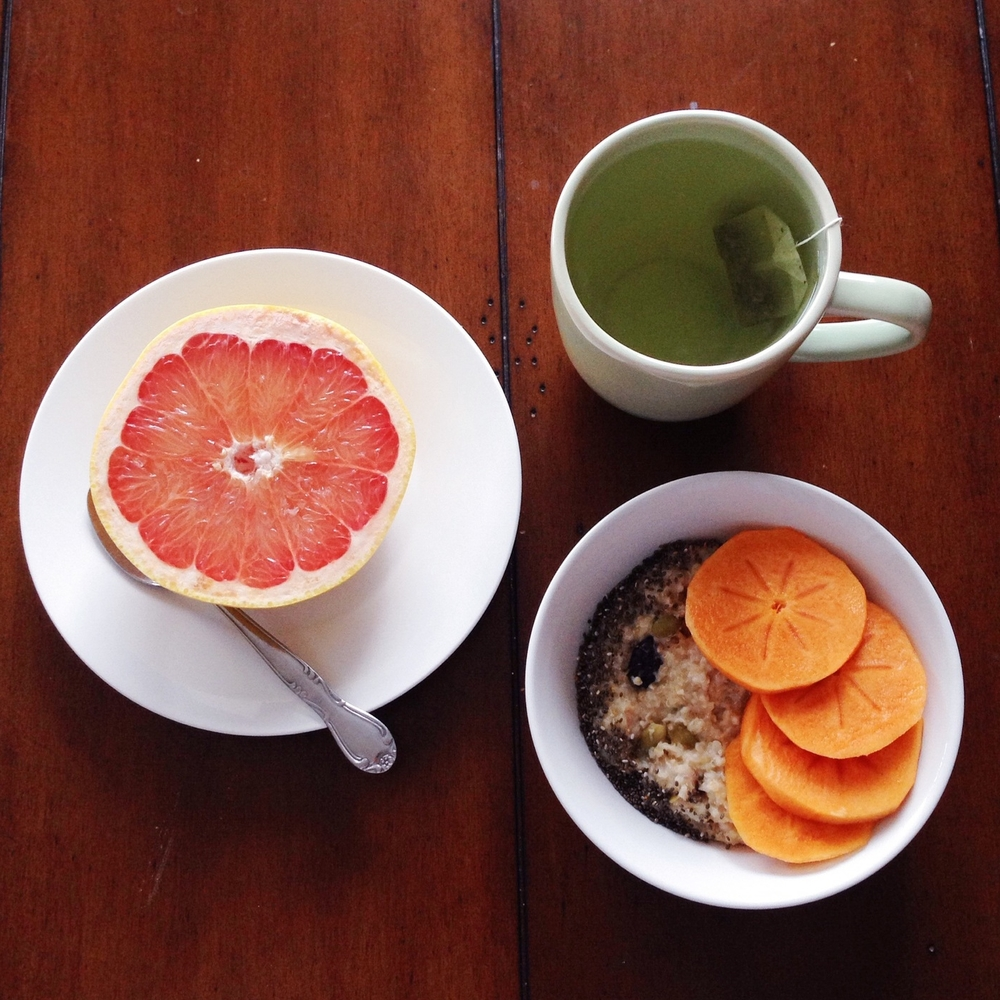 Lovehealthy breakfasts:Purely Elizabeth ancient grain oatmeal w/chia seeds & persimmon, grapefruit, green tea.