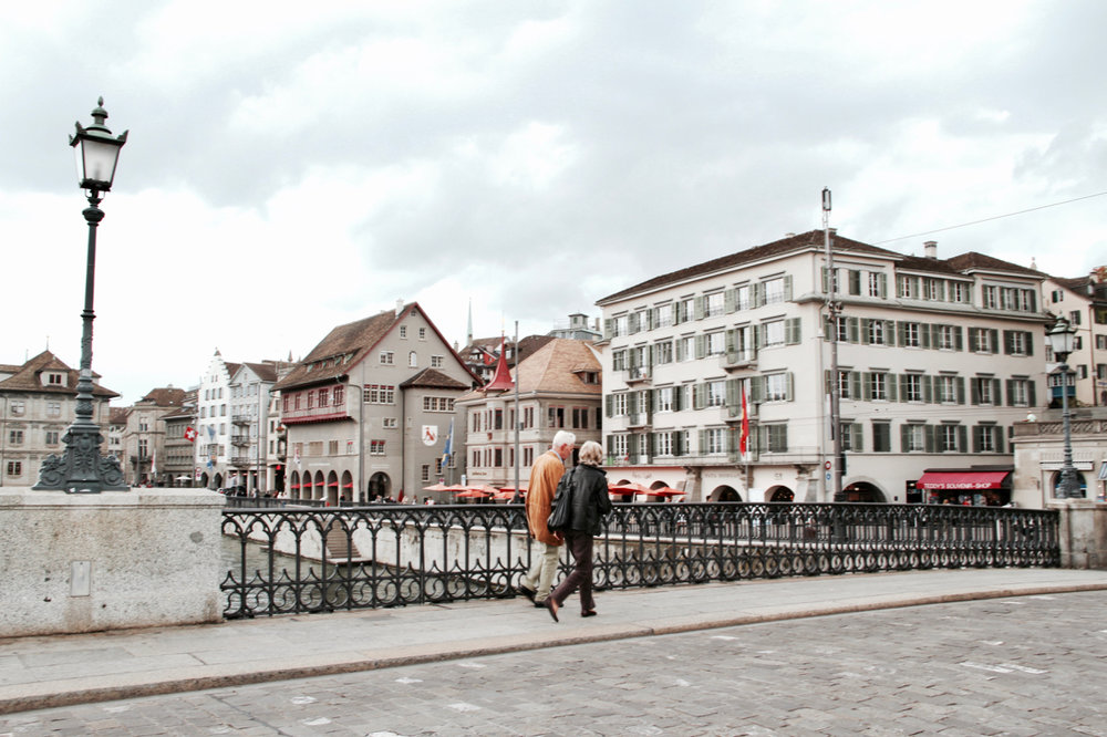 This elderly couple holding hands in Zürich got me feeling all romantical. Swoon.