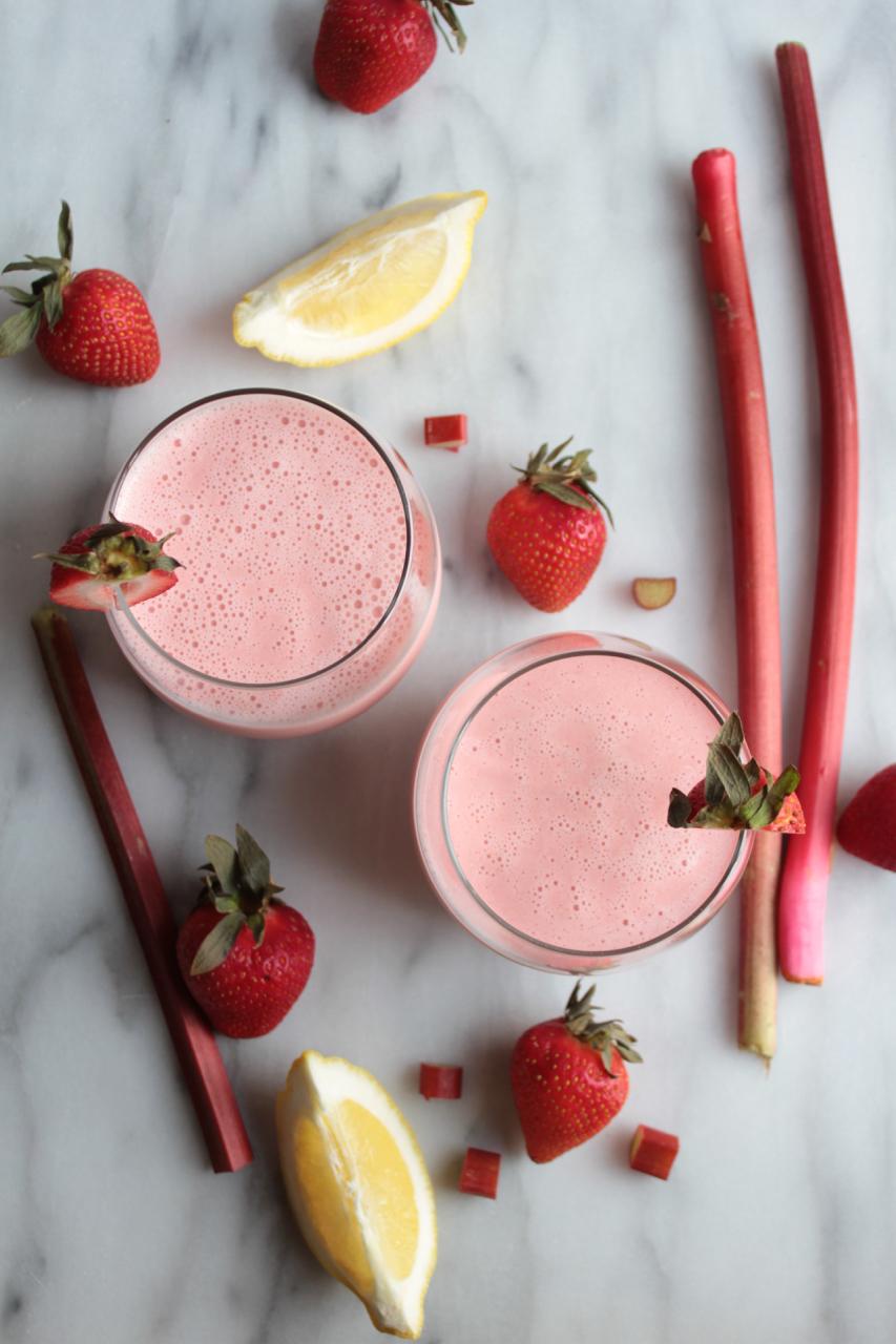 Strawberry Rhubarb Lemonade Smoothie