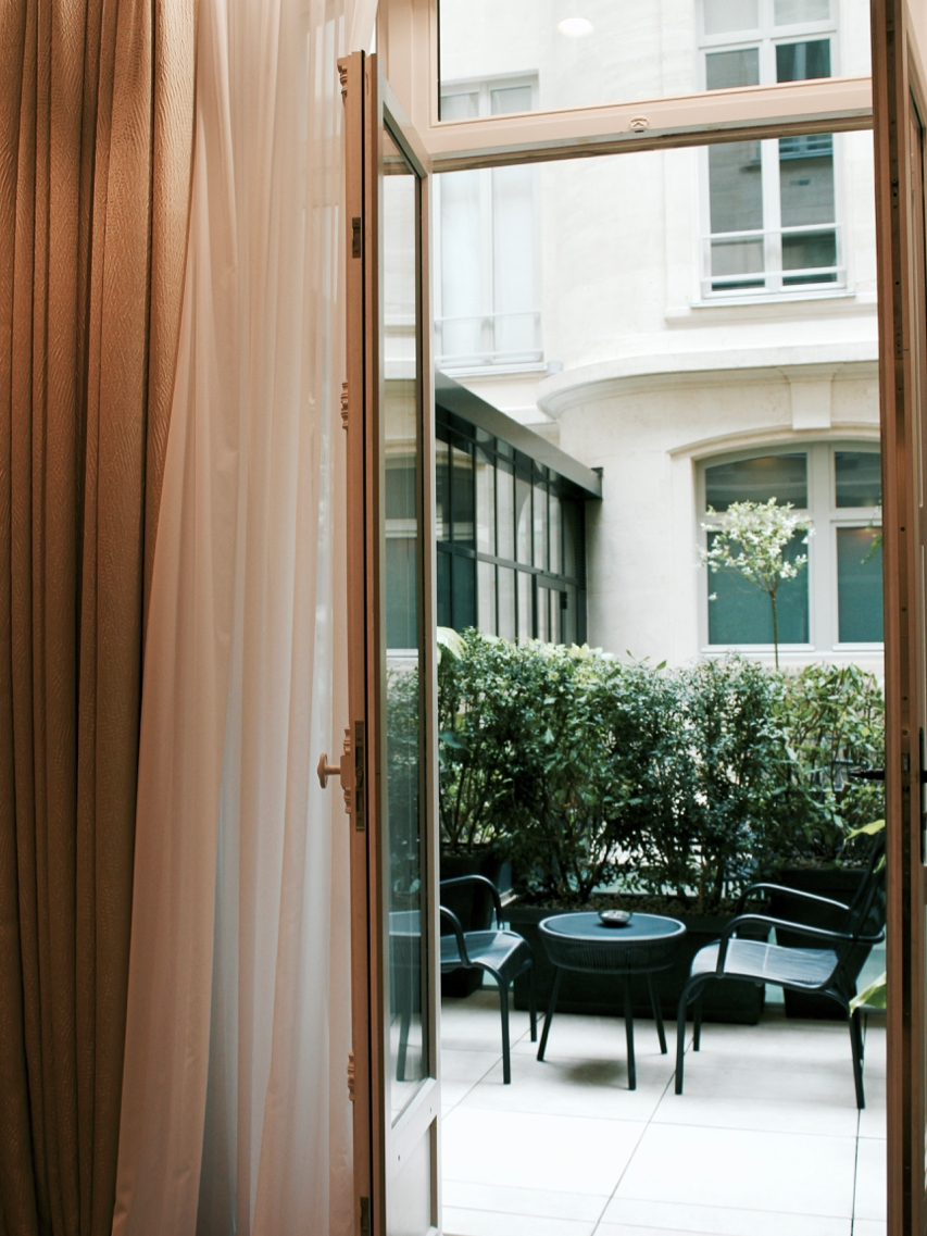 Where to Stay in Paris- Le Narcisse Blanc | Living Minnaly - 18.jpg