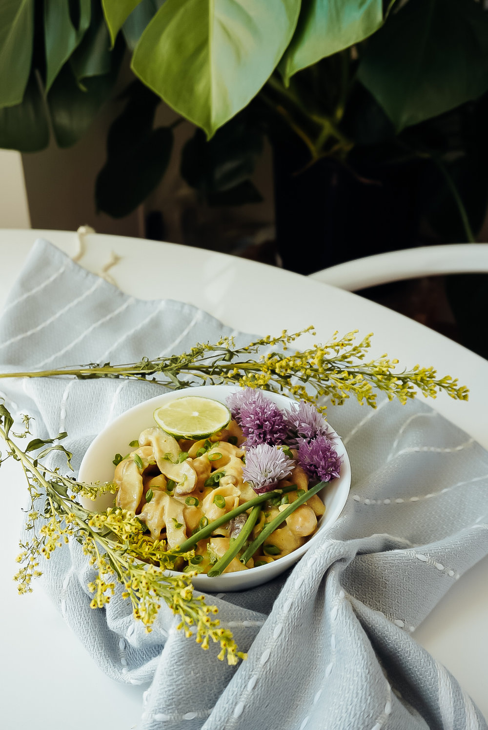 Vegan Thai Curry Pasta with Mushrooms and Chives | Living Minnaly__18.jpg