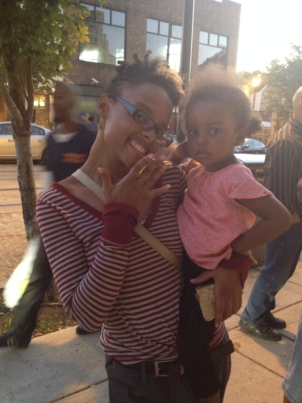 NAKESHIA WEARING THE SKINNY NOTCH RING AND TOTING HER DAUGHTER NAVEE-CUTIES!