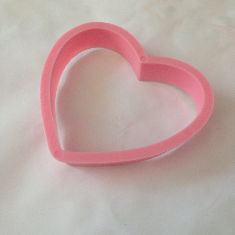 Heart-shaped cookie cutter to trace