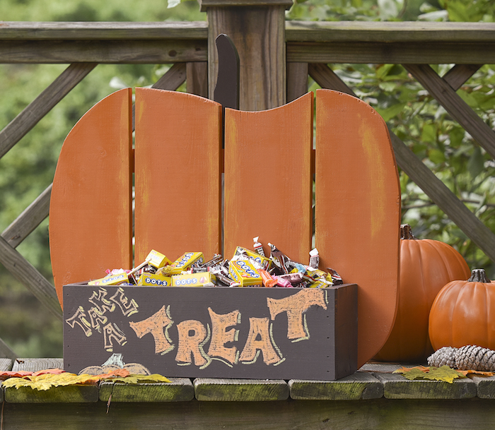 How to Build a Rustic Pumpkin Stand