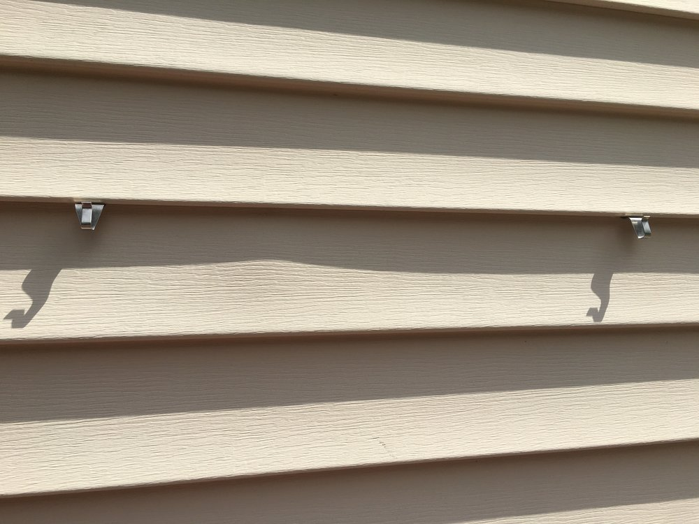 How to Hang Decor on Vinyl Siding - with NO DRILLING!