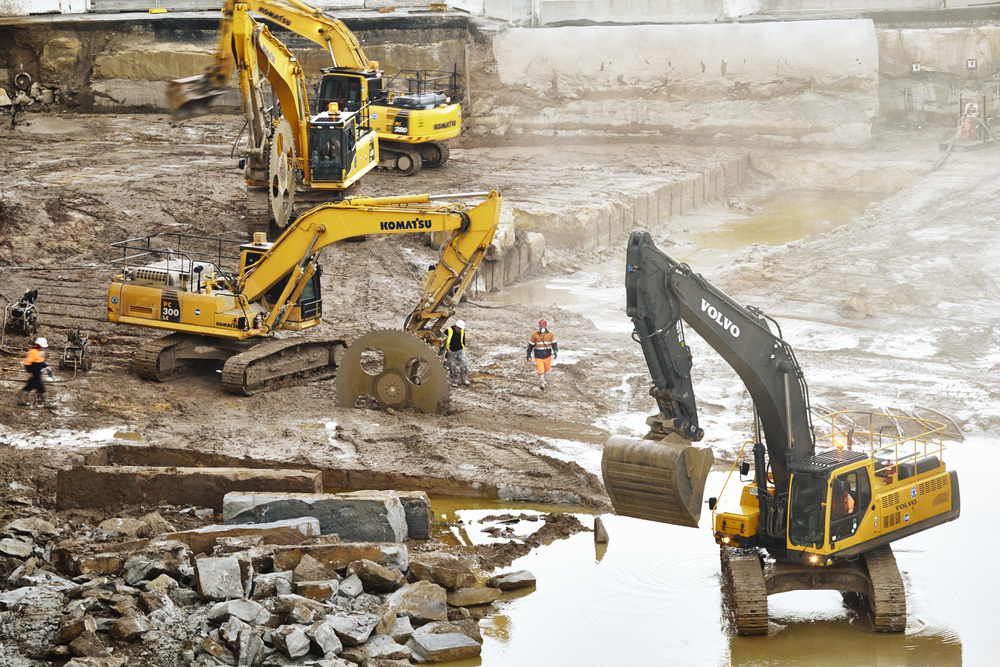 diggers_in_pit_01_MG_9413_B.jpg