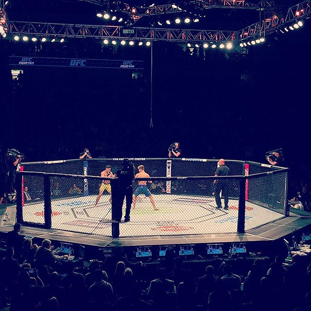 UFC Fight Night Norfolk!!!! @ufc @ufcfightclub @fs1 @supersagenorthcutt @diegonightmaresanchezufc @showtimepettis #ufc #ufcnorfolk #ultimatefightingchampionship #norfolk #virginia #fightnight #veteransday #octagon #fighting #fun
