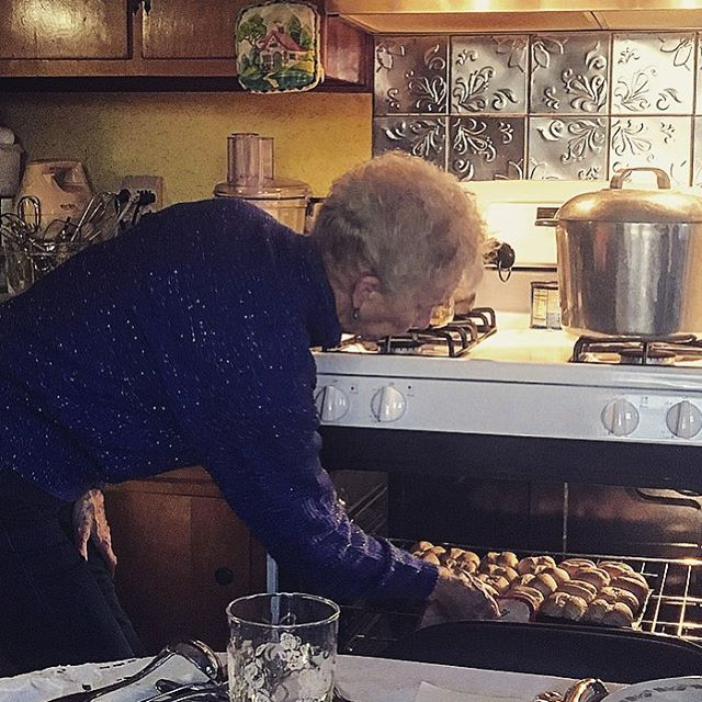 This woman can cook! This time last week my grandmother was making a feast! ❤️ #thanksgiving #thanksgivingdinner #tbt #instadaily #jitterbug #foodie #family #masterchef #gordonramsay #turkey #grandma #oven #cooking #recipe