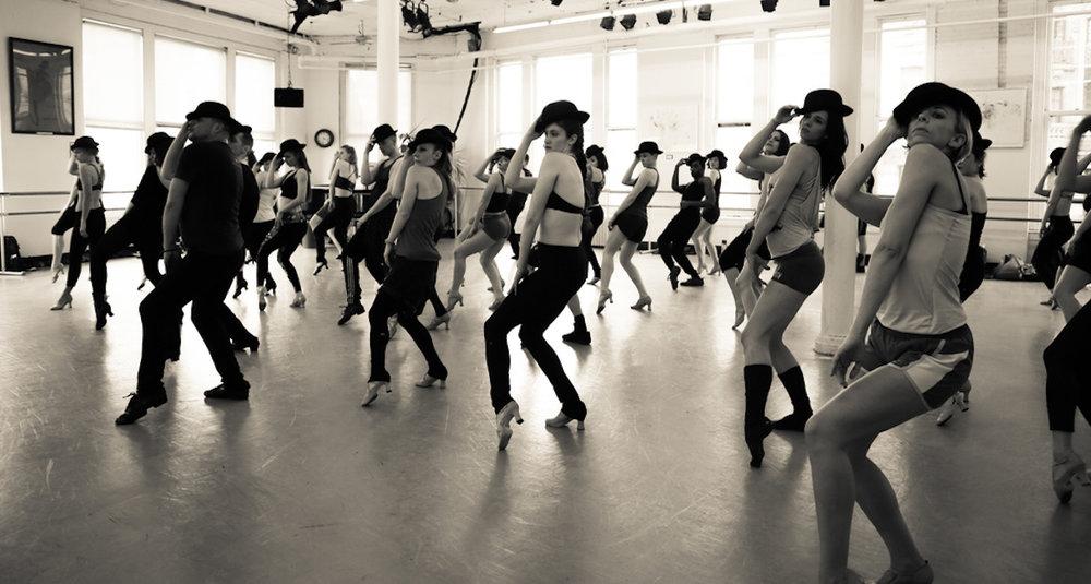Clases - Vocal Technique (Técnica vocal)Vocal Performance (Interpretación)Acting & Improv (Teatro e improvisación)Dance (Danza)Tours y audiciones en universidades de New York (Julliard, AADA, NYFA, AMDA)Autogestion y orientacion vocacionalCeremonia de graduación y entrega de diplomas