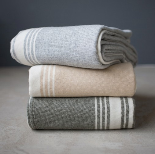 Faribault Woolen Mill is America's last true vertical woolen mill! They make beautiful blankets that are totally fall and are one of my go to gifts for the holiday season!