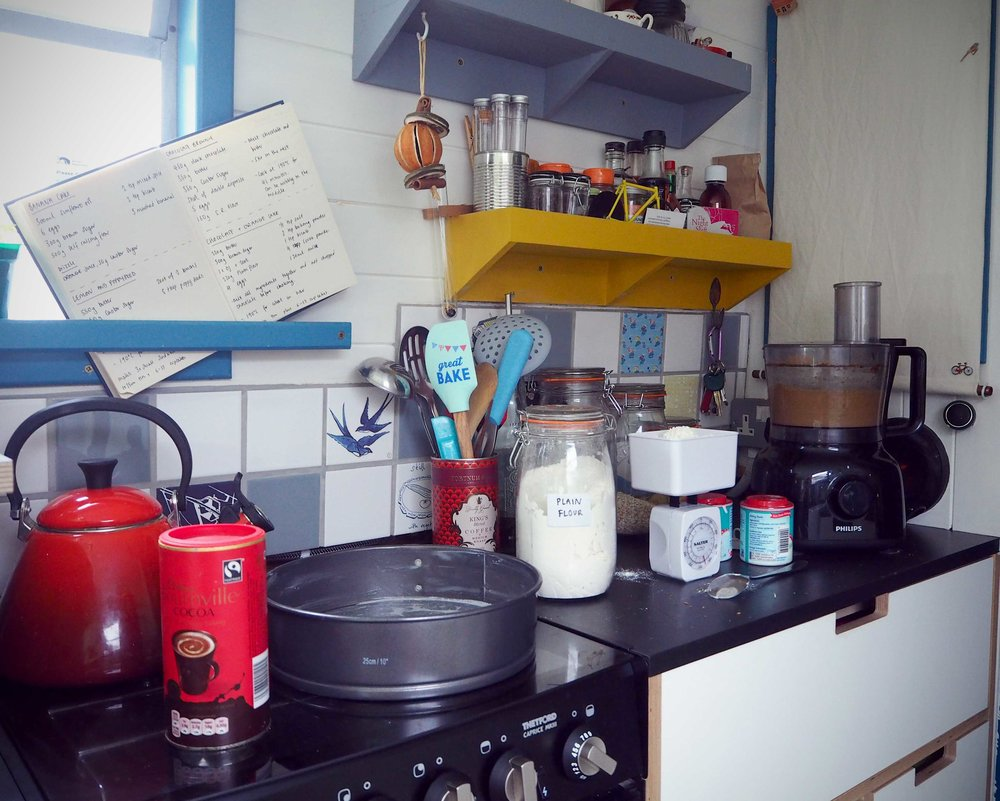 UK_canal_boat_kitchen.jpg