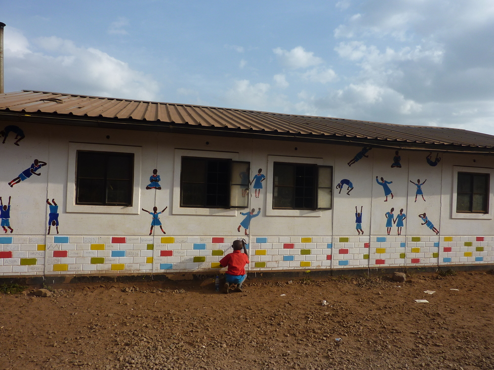 art - stencil figures mural Kibera.JPG