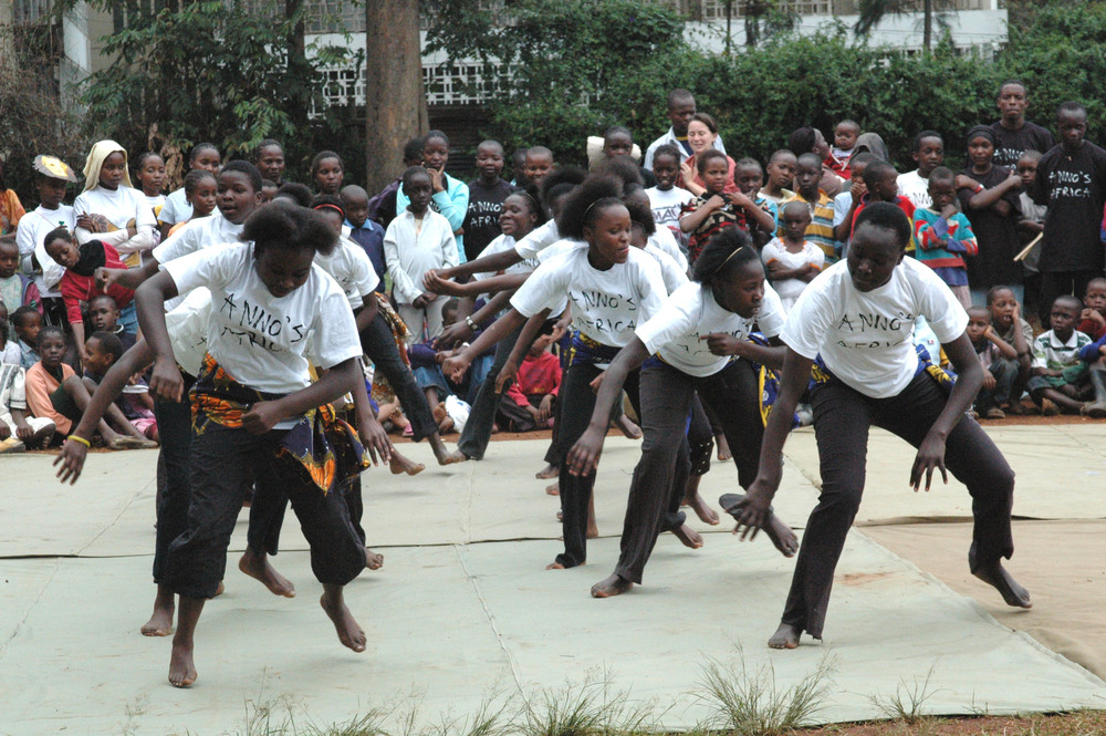 Dance - traditional danc Majengo.JPG