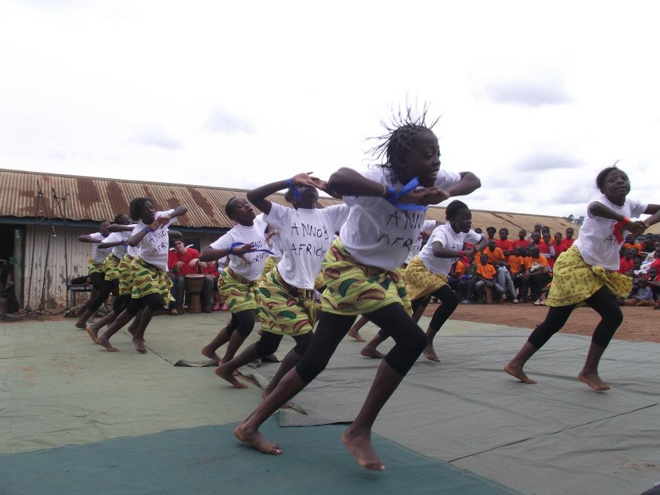 Dance Traditiona dancers Kibera.jpg