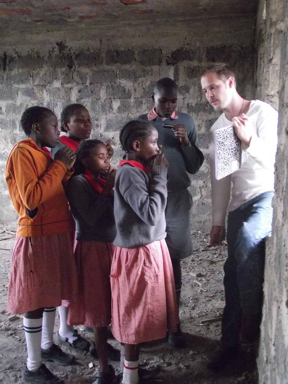 Music - Billy teaching harmonica Mathare.JPG