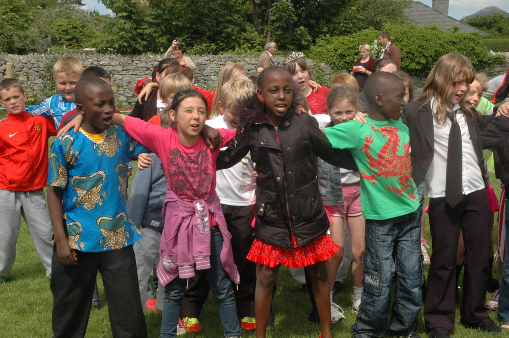 NEFYN PRIMARY SCHOOL STUDENTS WITH THEIR FRIENDS FROM KIBERA