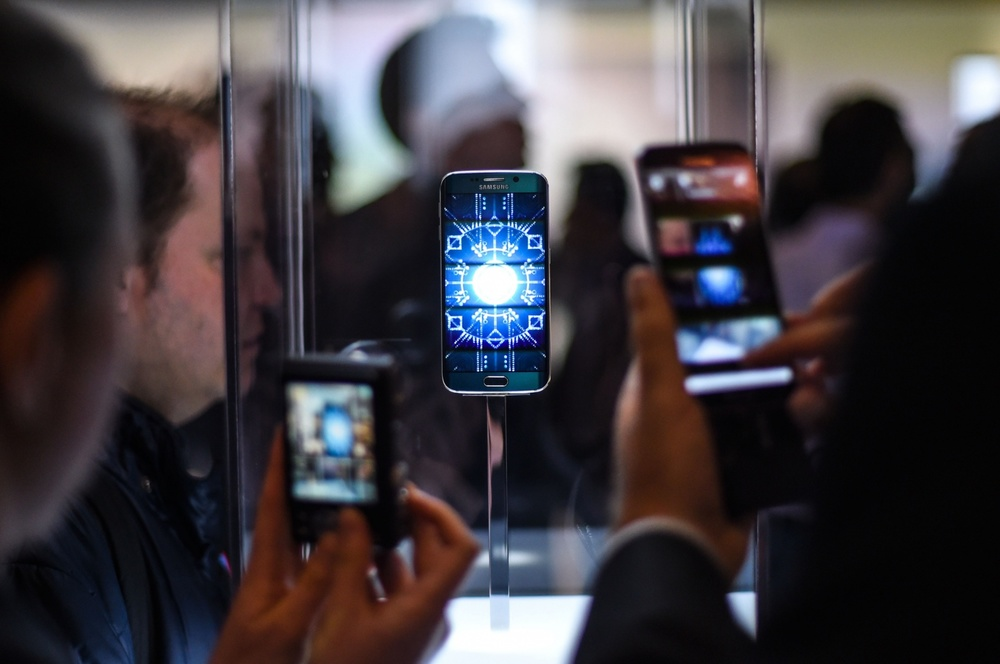 Visitors and journalists take pictures of the new Samsung Galaxy S6. Credit: Getty Images