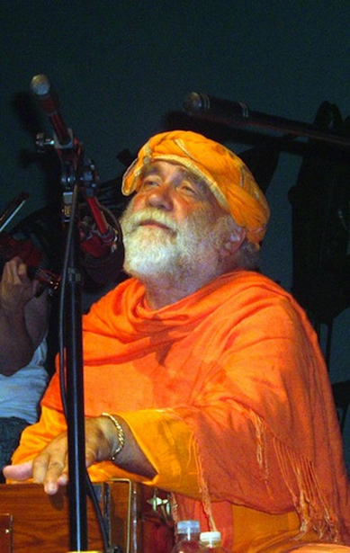 Swami Nirvanananda leading a kirtan concert