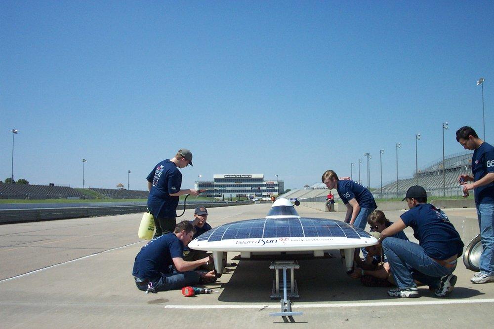 McGill's pit crew in action at FSGP2002.jpg.JPG