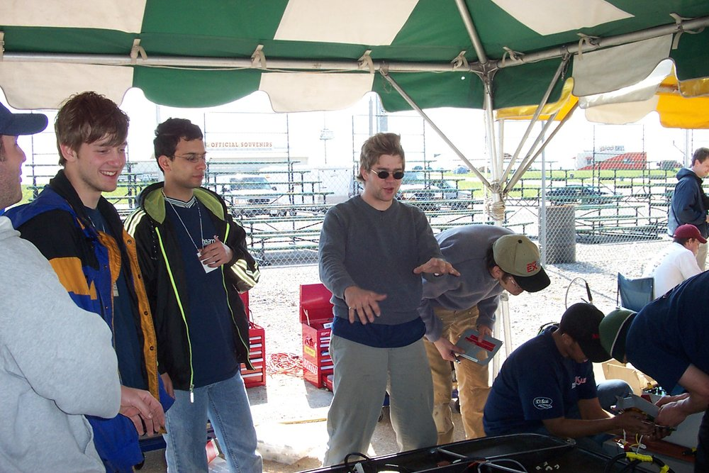 funny phil and team in the cold pit at FSGP2002.jpg